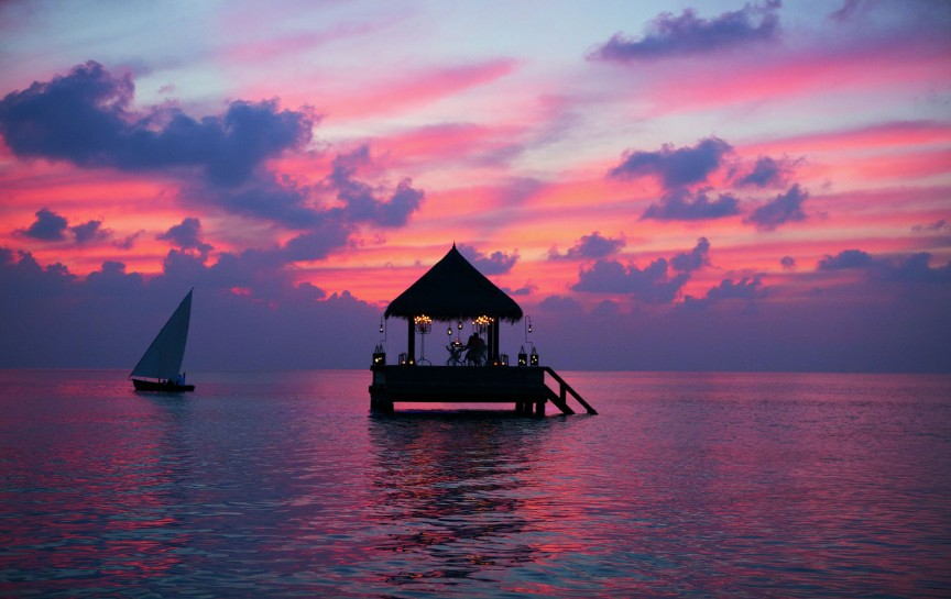 http://www.playhugelottos.com/uploads/assets//01_News/PlayHuge/most_beautiful_sunsets/Taj-Exotica-Resort-Sunset-Maldives.jpg
